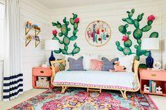 Dessins muraux de cactus représentent une manière artistique de décorer la chambre d'une jeune fille