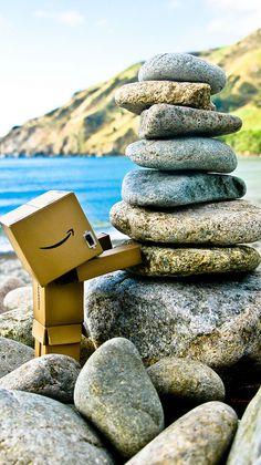 danbo & newzealand Danbo, Toys Photography, Landscape Photography, Cardboard Robot, Box Robot, Amazon Box, Japanese Characters, Little Boxes, Aesthetic Vintage