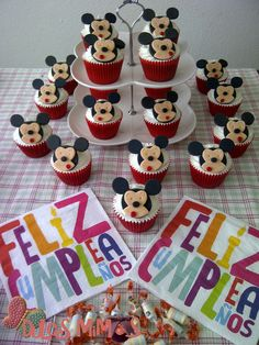 cupcakes mickey Cupcakes, Desserts, Food, Meet, Bebe, Tailgate Desserts, Deserts, Cupcake, Meals