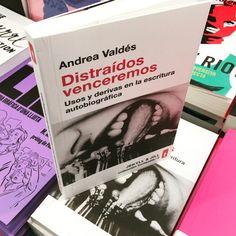 Andrea Valdés ha viajado a los márgenes de las literaturas del yo y ha regresado con una galería de retratos que hace saltar por los aires los clichés sobre la literatura autobiográfica Event Ticket, Store, Literatura, Portraits, Larger, Shop