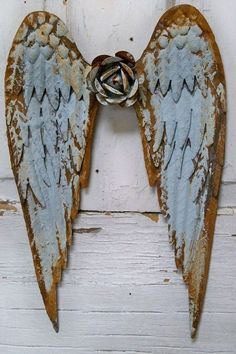 Angel wings metal wall sculpture soft blue rusty distressed shabby chic home decor Anita Spero Shabby Chic Interiors, Shabby Chic Living Room, Shabby Chic Homes, Pintura Shabby Chic, Shabby Chic Painting, Metal Wall Sculpture, Wall Sculptures, Angel Sculpture, Frida Art