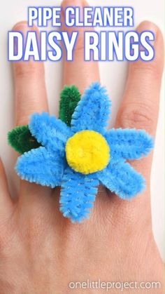 How to Make Pipe Cleaner Daisy Rings These pipe cleaner daisy rings are so fun and they're really easy to make! This is such a fun summer craft idea and a great craft for kids, teens, tweens and even adults. Each one takes less than 5 minutes to make and Kids Crafts, Crafts For Teens To Make, Summer Crafts For Kids, Spring Crafts, Crafts To Do, Preschool Crafts, Art For Kids, Craft Projects, Craft Ideas