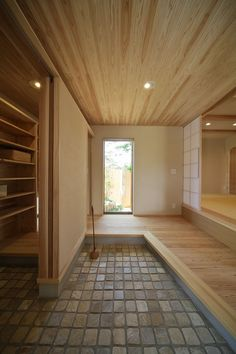 {w} The hardness of stone tiles brings the 'outside' into 'inside'. // シューズクローク+収納を兼ねた家族用の玄関があると◎