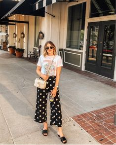 Fine Feminine clothing looks. womens fashion Tips For Understanding Women's Fashion Without You Hesitating! – Designer Fashion Tips Fashion Over, Curvy Fashion, Urban Fashion, Boho Fashion, Fashion Outfits, Womens Fashion, Fashion Design, Fashion Fall, Fashion Boots