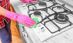 Stove Top Cleaner, Grease Cleaner, Oven Cleaner, Grease Stains, Household Cleaning Tips, House Cleaning Tips, Cleaning Hacks, Clean Gas Stove Top, White Stove