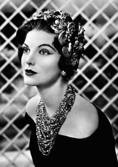 Hat by Paulette & necklace by Francis Winter. Photo by Georges Saad 1958. <3
