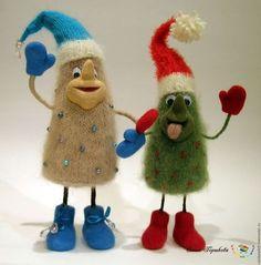 Новогодний сувенир Елка зеленая валяная в красных валенках и варежках купить на Ярмарке Мастеров, сухое валяние, вязание