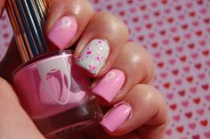 Nailstorming Octobre Rose : Floss Gloss Perf, Glam Polish Aquanaut, Essie Blanc