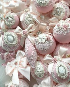 1 million+ Stunning Free Images to Use Anywhere Shabby Chic Christmas Ornaments, Christmas Ornament Crafts, Pink Christmas, Diy Christmas Ornaments, Christmas Projects, Handmade Christmas, Holiday Crafts, Christmas Holidays, Victorian Christmas