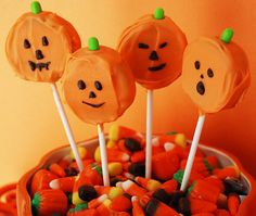 Halloween Pumpkin Oreo Lollipops : Multiply Delicious- The Food Halloween Goodies, Halloween Snacks, Halloween Birthday, Halloween Boo, Holidays Halloween, Halloween Pumpkins, Holiday Treats, Holiday Fun, Holiday Recipes
