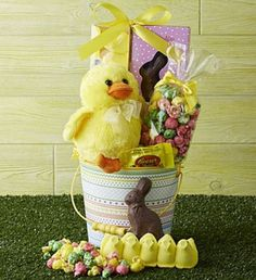 Sweet Treats Easter Pail from PhoebesGardenAndGifts.com   The kids would go crazy over this!
