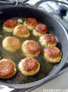 Falafel - Croquetas de garbanzos - Easy to make and delicious. I'd love to try them with tzatziki! And you can make a large badge, form them, and freeze then. My Recipes, Gourmet Recipes, Vegetarian Recipes, Favorite Recipes, Healthy Recipes, Healthy Food, Good Food, Yummy Food, Gastronomia