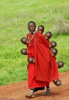 masai and many, many babies! African Tribes, African Art, We Are The World, People Around The World, Masai Tribe, Tribal People, Asian History, Jolie Photo, African Culture