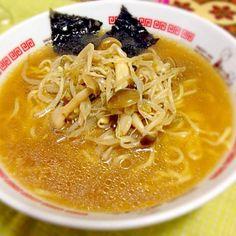 野菜と豚さんベースのスープです^_^ - 5件のもぐもぐ - 醤油ラーメン by SORAkunMAMA