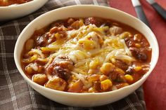 Chunky Chicken Chili recipe - try it for a bowl of tastiness! Our Slow-Cooker Chunky Chicken Chili recipe fits into your smart eating plan and is convenient. Slow Cooker Chili, Slow Cooker Huhn, Crock Pot Slow Cooker, Slow Cooker Chicken, Slow Cooker Recipes, Crockpot Recipes, Cooking Recipes, Slower Cooker, Crock Pots