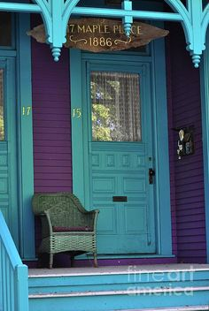 I think I might like turquoise more than I thought I did. What a great color combo! Purple and Turquoise are fabulous together! Turquoise Door, Turquoise And Purple, Turquoise Cottage, Aqua Door, Purple Home, Old Doors, Windows And Doors, Porche, Unique Doors
