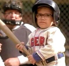 Help!Im writing an essay on the movie Simon Birch and I am having a really hard time!?