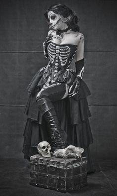 Skelett Kostüm selber machen | Kostüm Idee zu Karneval, Halloween & Fasching