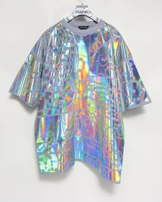 You would think that these are more suitable for the Fall Winter seasons, however we really love how holographic outfits are such a craved style for summer! Moda Instagram, Iridescent Clothing, Iridescent Fashion, Mermaid Marine, Holographic Fashion, Holographic Universe, Space Grunge, Punk, Rave Outfits