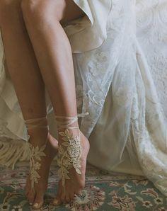 Real bride Liz in the Claire Pettibone 'Devotion' gown & Accessories   Photo: Day 7 Photography http://www.clairepettibone.com/devotion