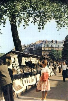 Paris - Les Bouquinistes - Quais de Seine, circa 1960 I want to go back here Oh The Places You'll Go, Places To Visit, Pont Paris, Paris Paris, Ville France, Belle Villa, Paris Ville, I Love Paris, Vintage Paris