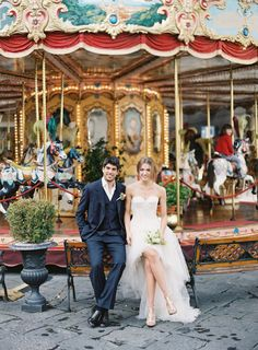 Carousal wedding portraits in Italy | Matthew Ree Photography | see more on:  http://burnettsboards.com/2014/10/destination-wedding-inspiration-florence/