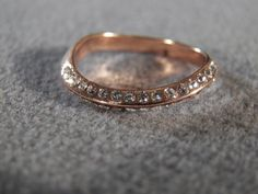 Vintage  Rose Gold Tone  Multi  Round  Rhinestone Bold  Curved Wedding Band Ring, Size 7.5