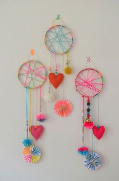 3 DIY dreamcatchers for happy crafting and sweet dreams - http://www.oroscopointernazionaleblog.com/3-diy-dreamcatchers-for-happy-crafting-and-sweet-dreams/
