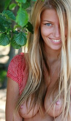 A page just of beautiful photographs of beautiful women with beautiful boobs. Blond, Beautiful Eyes, Beautiful Women, Portraits, Young Models, Female Bodies, Pretty Woman, Sexy Women, Long Hair Styles