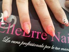 Follie per le tue unghie su www.elleerrenails.com Solo prodotti di produzione Europea. Ricostruzione unghie con monofasico mxm, gel colorato e polvere glitter www.elleerrenails... #nailart #ricostruzioneunghie #geluv #unghiedecorate #glitter