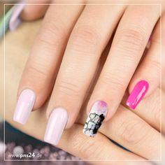 #nails #nailart #pns24 #pink Pink, Rosa & Grau bleiben eine stylische Kombination. Wir sind gespannt, wie Eure Lieblingskombis aussehen? Eure Martina
