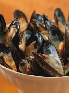 Ricardo& Recipe : Mussels in White Wine Mussels Marinara, Mussels Seafood, Seafood Pasta, Clams, Shellfish Recipes, Seafood Recipes, Wine Recipes, Mussels White Wine, Seafood