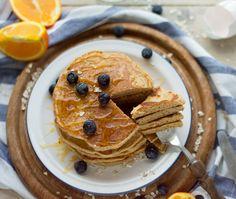 Pancakes met havermout en yoghurt met slechts 4 (!) ingrediënten. Deze pancakes zijn lekker fris, luchtig, zorgen lang voor een verzadigd gevoel en ontzettend makkelijk om te maken. Echt een aanrader!