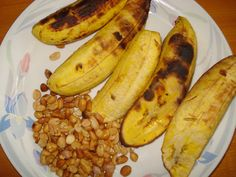 "Another pinner said ""Roasted plantain and peanuts. Plantains and peanuts are sold by the road side. I either had this every morning for breakfast or later as a snack. Ghanaian Food, Nigerian Food, West African Food, International Recipes, Soul Food, I Foods, Cooking Recipes, Yummy Food, African Cuisine"