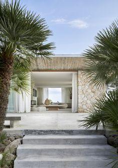 House in Mallorca Modern Exterior, Exterior Design, Big Houses Exterior, Cafe Exterior, Exterior Shutters, Beach Shack, Facade House, House Facades, Beach Houses