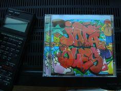 """O Disco volta às raízes e apresenta um projeto que resgata o mesmo estilo que estourou a banda nos anos 90. CD de inéditas, """"Pancadélico Brasil"""" é embalado pelo black music, soul e funk"""