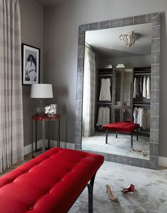 A lipstick red bench punctuates this glamorous dressing room. - Traditional Home ® / Photo: Werner Straube / Design: Julia Wong Design Room, House Design, Interior Design, Stylish Interior, Design Art, Modern Design, Dressing Room Closet, Dressing Rooms, Red Bench