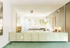 Mark Grattan - ELLE Decor Elegant Home Decor, Elegant Homes, City Apartment, Sleep On The Floor, Famous Interior Designers, Minimalist Decor, Beautiful Space, Elle Decor, Home Decor Inspiration