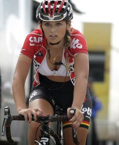 21 Awesome Photos Of Dutch Girl Puck Moonen The Hottest Professional Female Cyclist Ever Cycling Tights, Cycling Outfit, Cycling Clothing, Bicycle Women, Bicycle Girl, Radler, Cycling Girls, Cycle Chic, Biker Girl