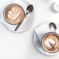 Great ways to make authentic Italian coffee and understand the Italian culture of espresso cappuccino and more! Coffee Date, Iced Coffee, Coffee Drinks, Coffee Shop, Coffee Cups, Coffee Logo, Coffee Creamer, Starbucks Coffee, Coffee Lovers