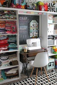fun craft room storage ideas Sewing Room Design, Craft Room Design, Sewing Spaces, Sewing Studio, Small Sewing Space, Small Spaces, Craft Space, Design Crafts, Craft Room Storage
