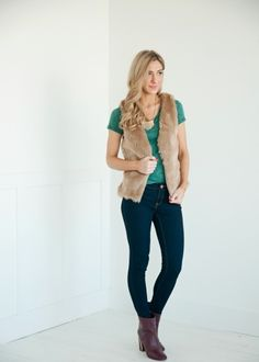 Green Acid Wash Tee, Love the outfit!!!! #bellaellaboutique