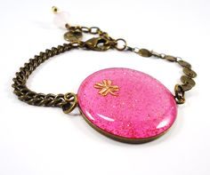 Colorama Trends- Bracelet with pink fabric and glitters. Clover inside...