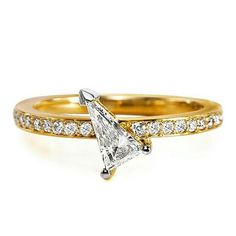 Love this pointy, sharp diamond and its placement of @khaikhaijewelry's Spiculum ring