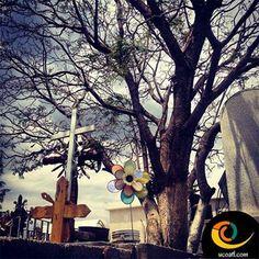 """El cementerio está lleno de personas imprescindibles. """"Suscríbete al portal cultural más chulo de México""""www.ucoatl.com"""