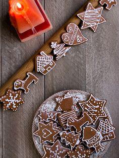 Klasické medové perníčky jsem na Vánoce už hodně dlouho nepekla. Neumím je totiž zdobit. Ale vůbec. Nemám výtvarný talent, takže mé malůvky ... Christmas Time, Food And Drink, Baking, Sweet, Candy, Bakken, Backen, Sweets, Pastries