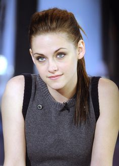 Kristen Stewart Age, Movies, Bio, Affairs, Husband & More - Famous World Stars Kristen Stewart, John Stewart, Christine Stewart, Protective Hairstyles, Hollywood Celebrities, Hollywood Actresses, Cute Haircuts, America Girl, Robert Pattinson