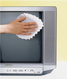 For lint-free viewing, grab a coffee filter to wipe down dusty and staticky computer monitors and TV screens regularly. Household Cleaning Tips, Cleaning Supplies, Diy Cleaning Products, House Cleaning Tips, Spring Cleaning, Cleaning Hacks, Household Cleaners, Cleaning Recipes, Household Products