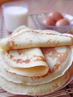 Mod de preparare Clatite - reteta de baza Faina se amesteca cu laptele caldut si apa minerala, sa iasa o compozitie ca o smantana. Se adauga zaharul, galbenusurile, uleiul, esenta de vanilie si se mixeaza bine. La sfarsit, incorporam si albusurile batute spuma cu un praf de sare. Tigaia in…