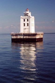 Martin Reef Lighthouse, Michigan at Lighthousefriends.com